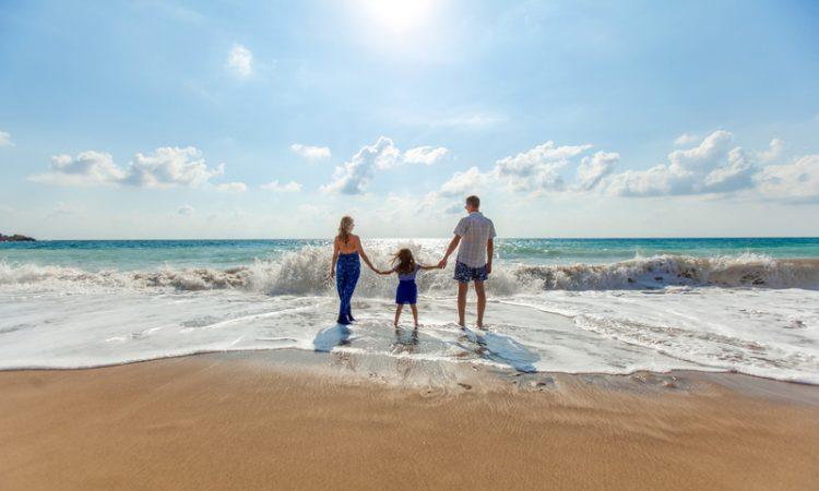 paphos_beach_family